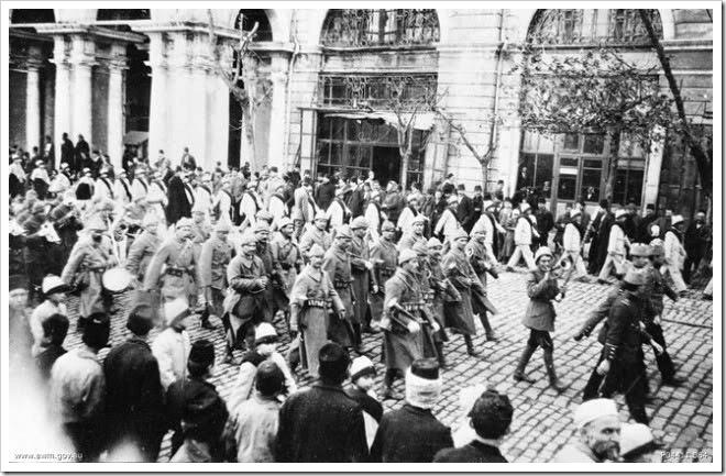 Tropas turcas desfilando