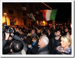 Roma de fiesta por la dimisión de Berlusconi