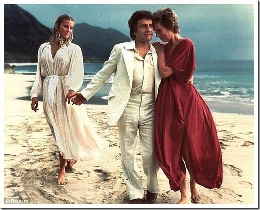 Bo Derek, Dudley Moore y Julie Andrews