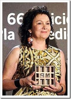 Clara Sánchez recibiendo el Premio Nadal