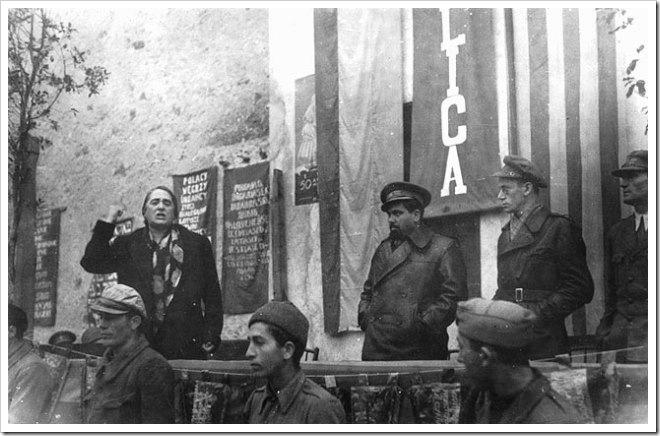 Pasionaria, Vicente Gonzalez el Campesino y Manuel Tagüeña antes de la Batalla Ebro